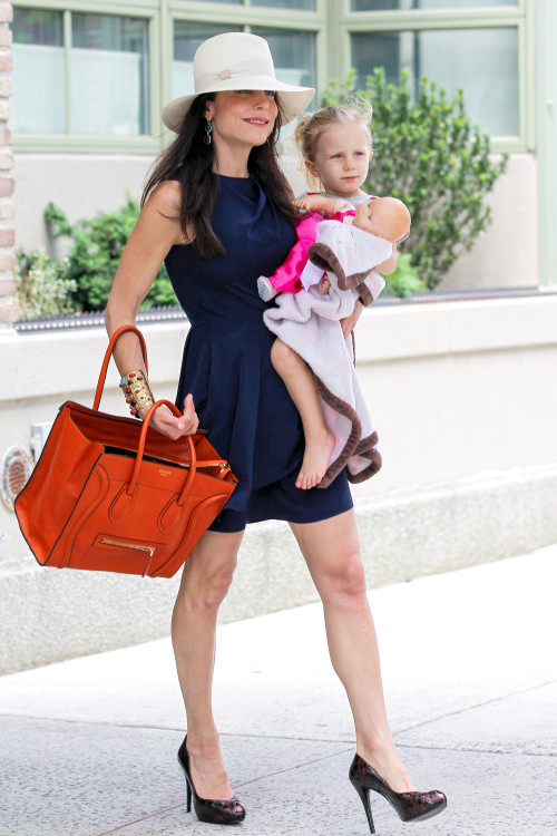 Photo Of The Day Bethenny Frankel High Fashion Style Mom Charmposh Trends